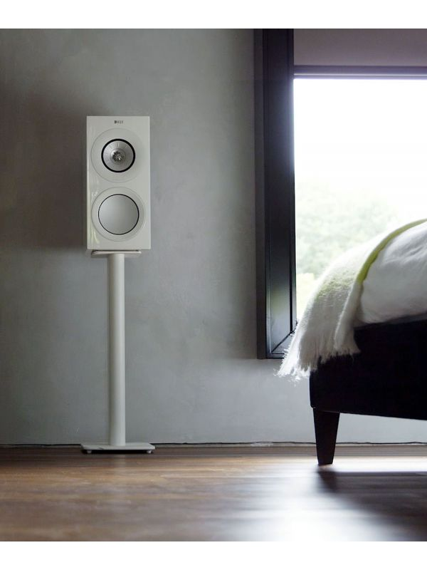 KEF R3 Gloss White HiFi bookshelf speaker bedroom